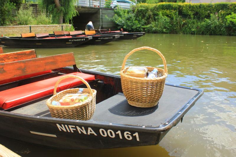 Pique nique pour balade en barque sur la Venise verte du Marais Poitevin